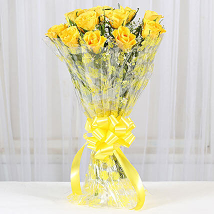 12 Delightful Yellow Roses Bouquet: Hug Day Gifts