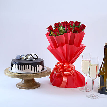 Beautiful Red Rose Hamper: Flowers & Cakes for Friendship Day