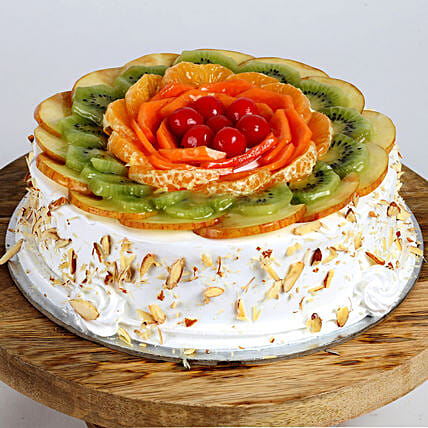 Creamy Vanilla Fruit Cake: Cakes for Birthday
