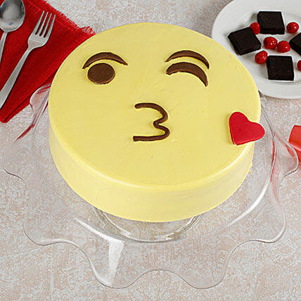 Cute Kiss Emoji Cream Cake: Gifts for Hug Day