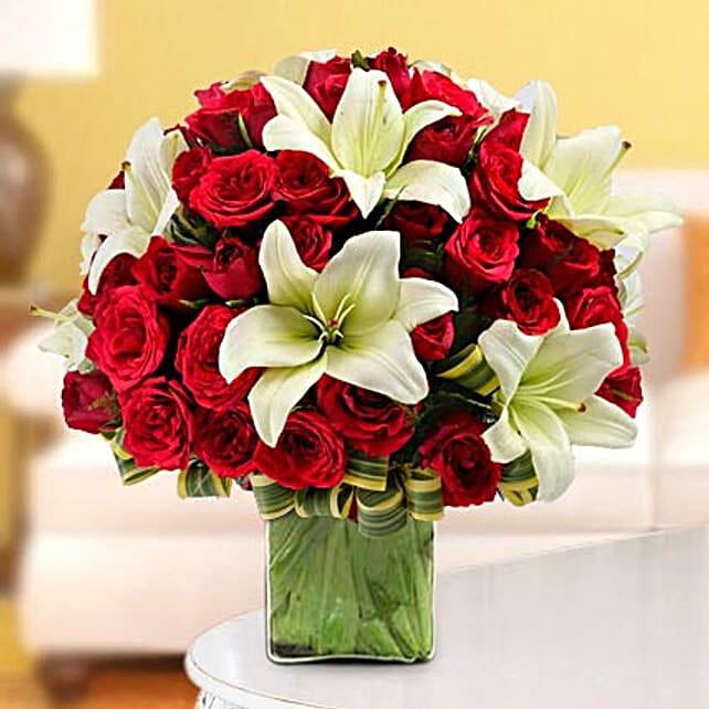 Elegance in the Vase: Premium Roses