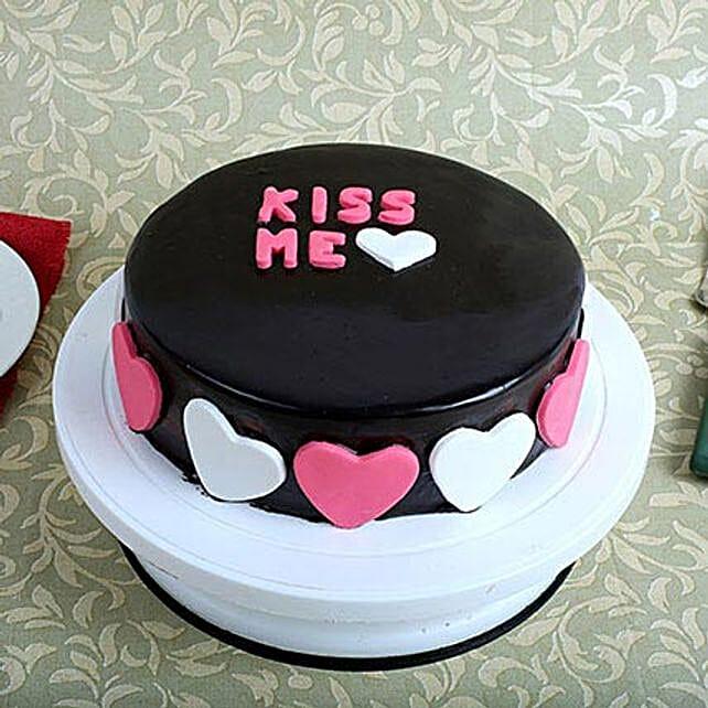 Kiss Me Valentine Cake: Designer cakes for anniversary