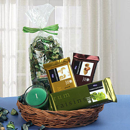 Traditional Basket Treat: Gift Hampers