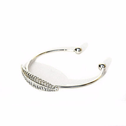 Elegant Single Leaf Silver Bracelet: Gifts for Daughters Day
