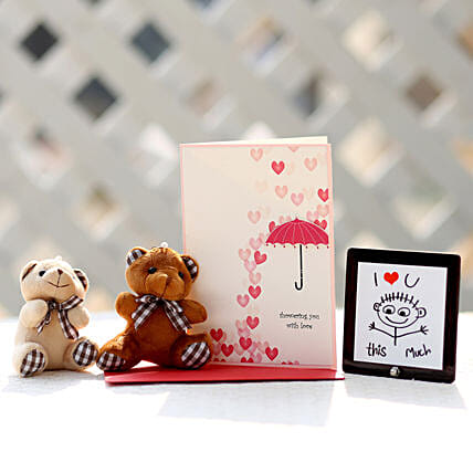 Valentines Card & Cuddly Teddy Bears Combo: Table tops