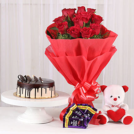 Softy Roses Hamper: Exotic Rose Arrangements