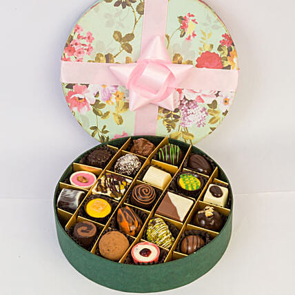 Delectable Chocolates In Floral Box- 21 Pcs: Gifts for Basant Panchami