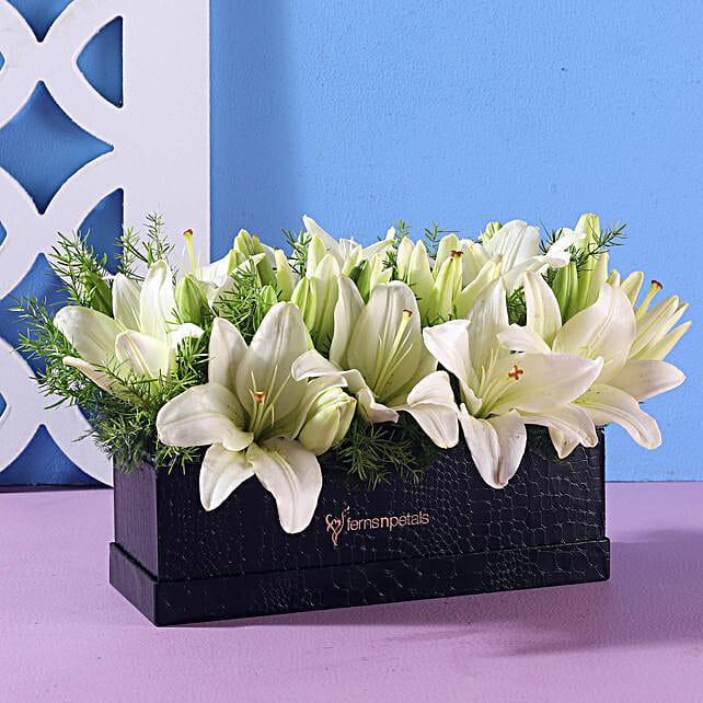 Elegant White Asiatic Lilies: White Flowers