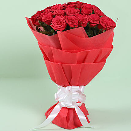 Graceful Red Roses Bouquet: Red Flowers