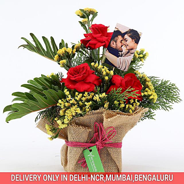 Mesmerizing Floral Arrangement: Flowers N Personalised Gifts