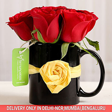 Black Mug of Red Roses: Christmas Gifts For Family In India