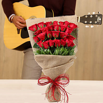 Red Roses Romantic Tunes Combo: Gifts N Guitarist Service