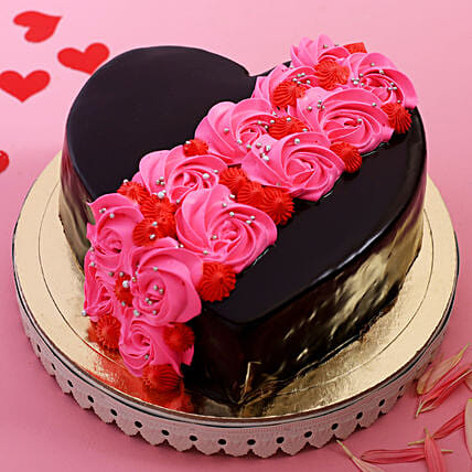 Roses On Heart Designer Cake: Valentines Day Gifts