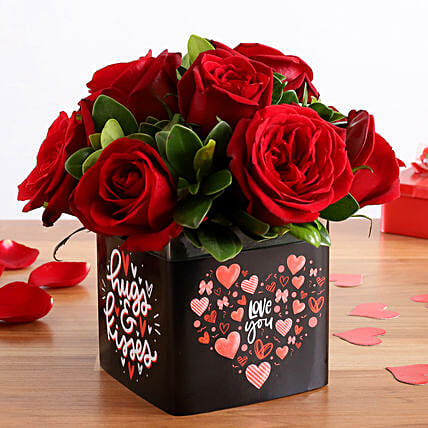 Beautiful Red Roses Bunch In Love You Sticker Vase: Valentine Gifts