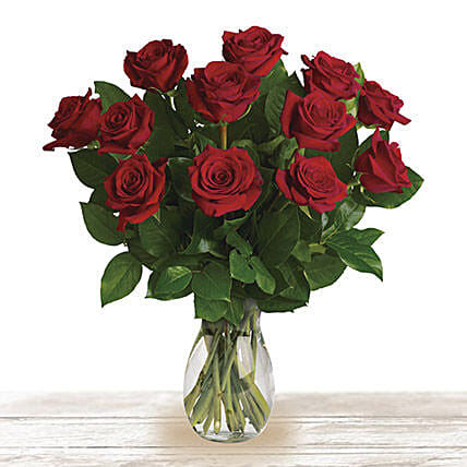 Red Classic Wonder: Send Birthday Flowers to Qatar