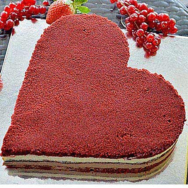 Romantic Velvet Cake: Heart Shaped cakes UAE