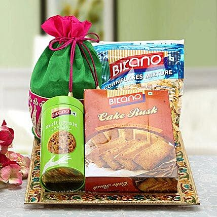Alluring Affection: Gift Baskets to UAE