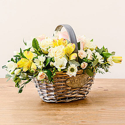 Luxurious Basket: corporate business gifts uk