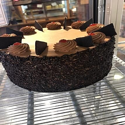 Chocolate Cake With Strawberries: Order Cakes to UK