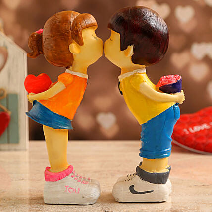 Cute Love Couple Showpiece:Send Valentines Day Gifts to Argentina