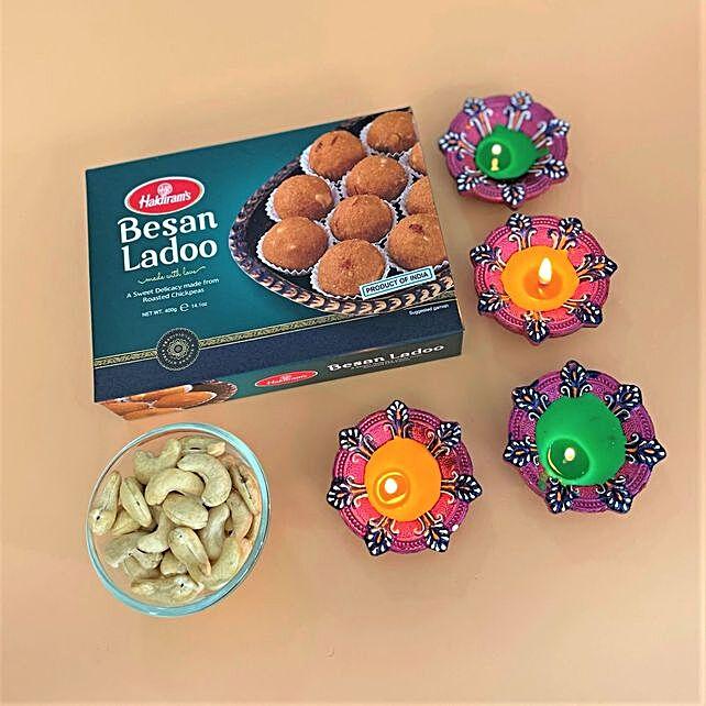 Set Of 4 Diyas With Laddoo And Cashews