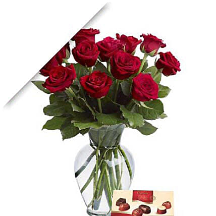 Valentine Roses With Chocolates