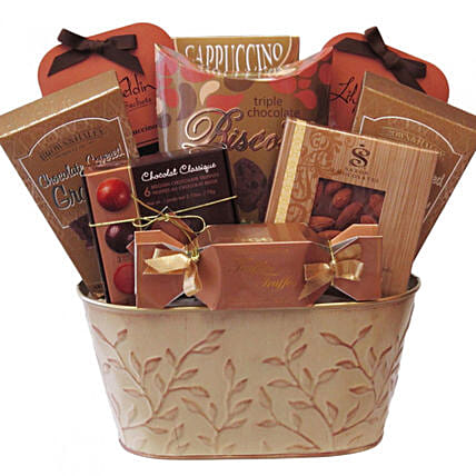 Sweet Treat Gift Basket:Canada Gifts for Birthday