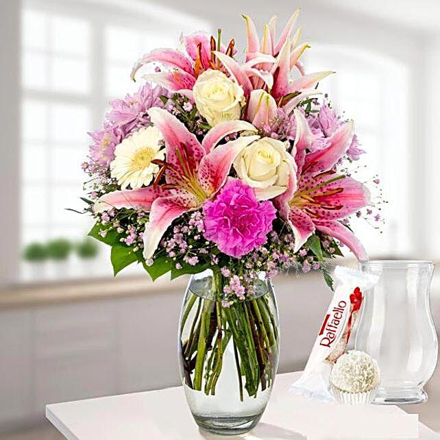 Blumenstrauss Gluecksmoment With Vase Und Ferrero Raffaello:Order Flowers in Germany