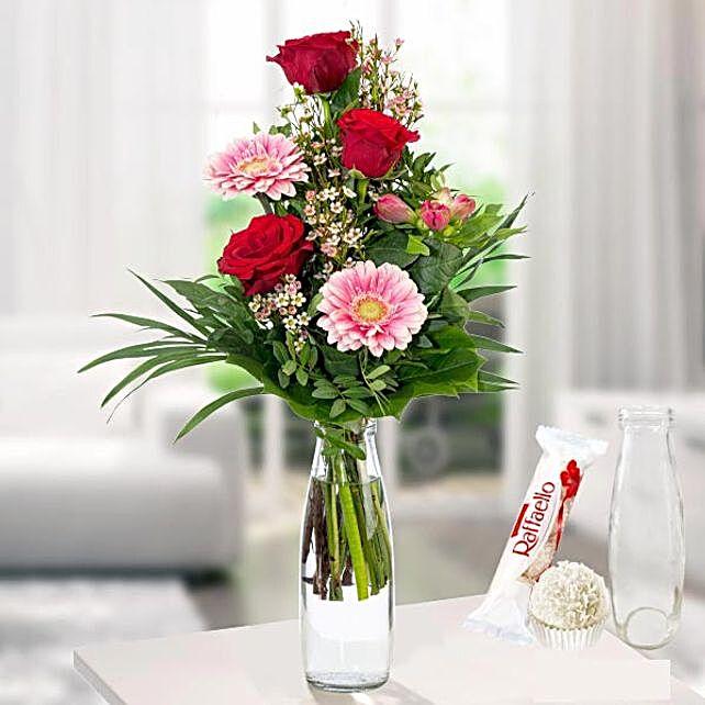 Flower Arrangement Herzenswunsch With Vase Und Ferrero Raffaello