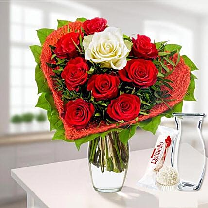 Rose Bouquet Romeo With Vase Und Ferrero Raffaello