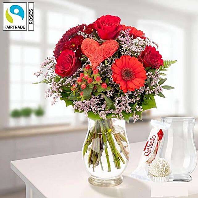 Flower Bouquet Herzensgruss With Vase Und Ferrero Raffaello