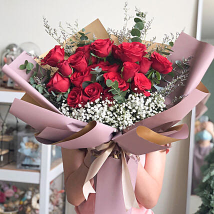 Love Inspired Merry Bouquet:Send Anniversary Gifts to Indonesia