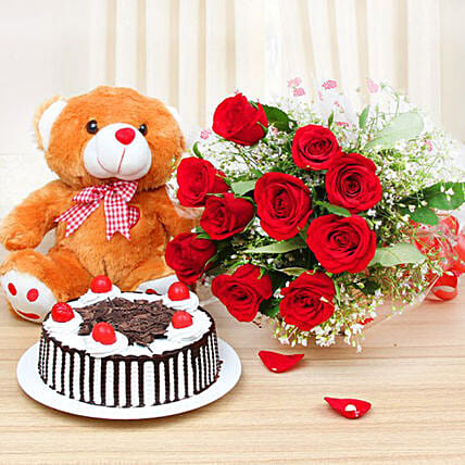Lovely Rose Bunch And Cake