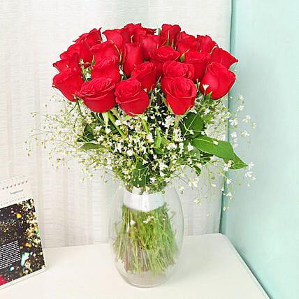 Spectacular Red Rose Bunch:Send Valentines Day Gifts to Qatar