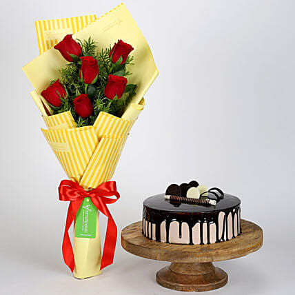 Bunch Of Red Roses with Choco Cake Online