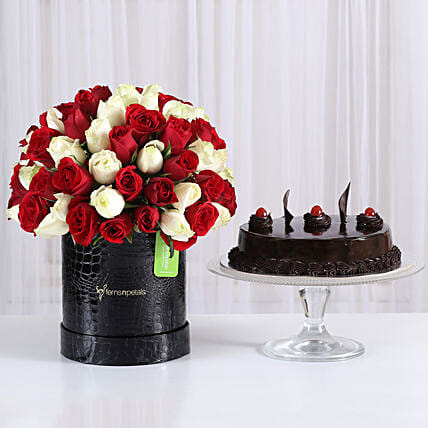 Mix of roses bunches in box with sweet cake:Flowers N Cakes - anniversary