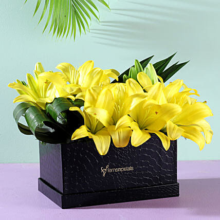 flower arrangement box for her:Buy Lilies