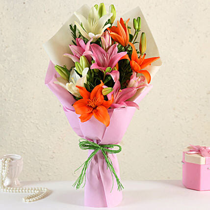 Online Attractive Mixed Lilies:Send Flower Bouquets