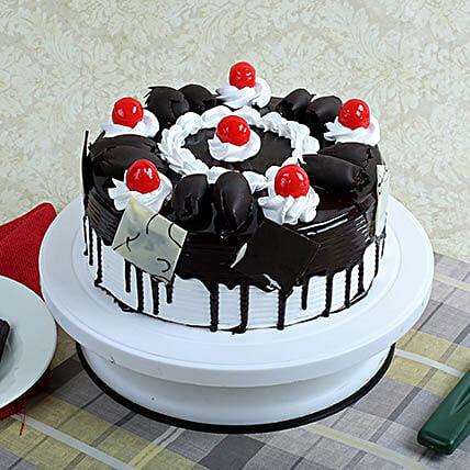 Black Forest Gateau Half kg:New Year Cakes Chennai