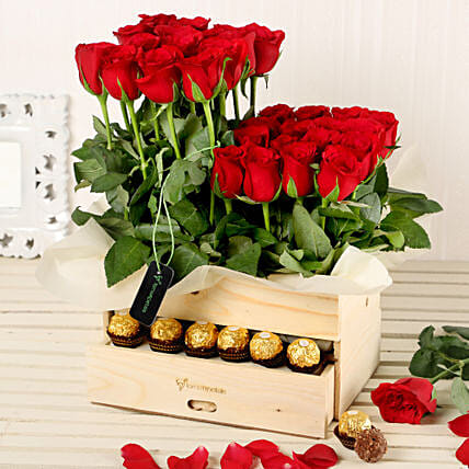 Online Red Roses Arrangement