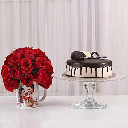 sweet celebration with chocolate cake n 20 red roses in mug