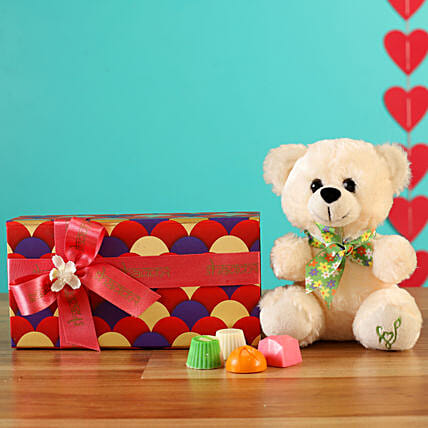 Order Cute Valentine Chocolate Box Combo:Gift Store