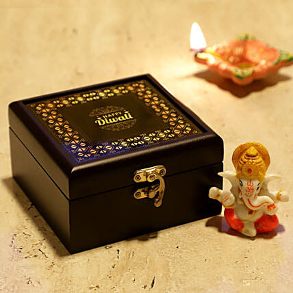 Online Lord Ganesha With Personalised Box:Combos for Friend