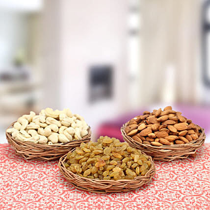 Exquisite Awards-3 Small Wooden Basket 5 inches,Almonds 500gms,Cashew nuts 500gms,Raisins 500gms