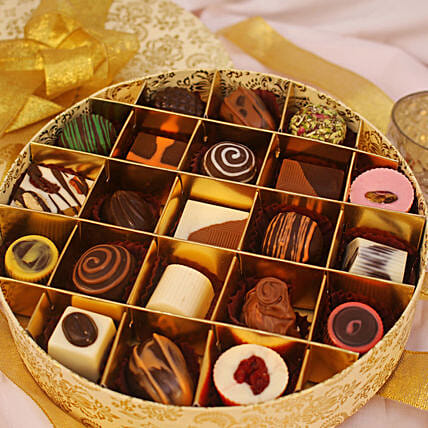 Festive Theme Assorted Chocolate Box- 21 Pcs:Chocolate Delivery