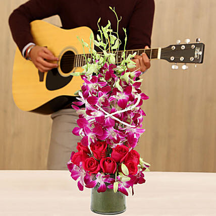 Online Glorious Blooms Musical Love:Flowers & Guitarist Service