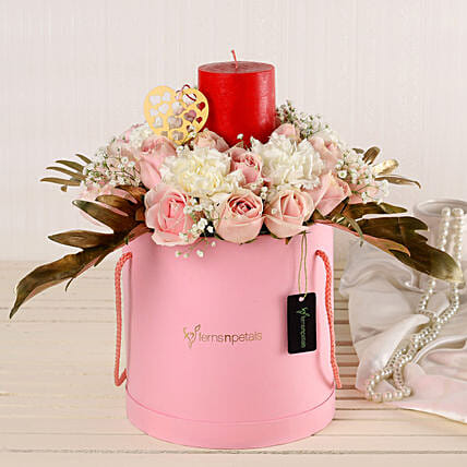 Online Rosy Pinks And Red Candle Combo:Premium Flowers
