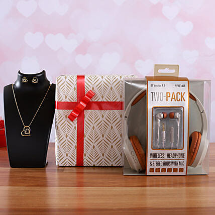 I Next Wireless Two Pack Headphone And Heart Pendant
