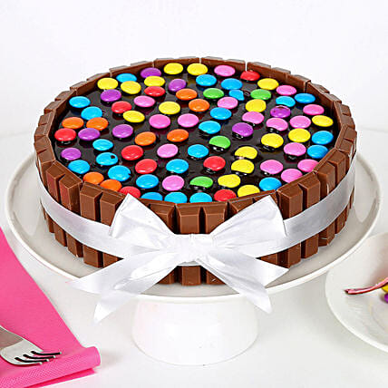 Kit Kat Cake 1kg:Cake Delivery In Kakinada