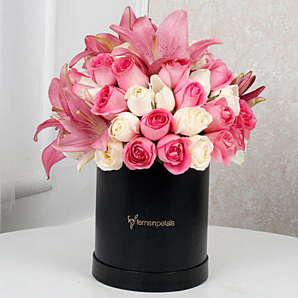 Charming Lilies N Rose Arrangement:Premium Flowers